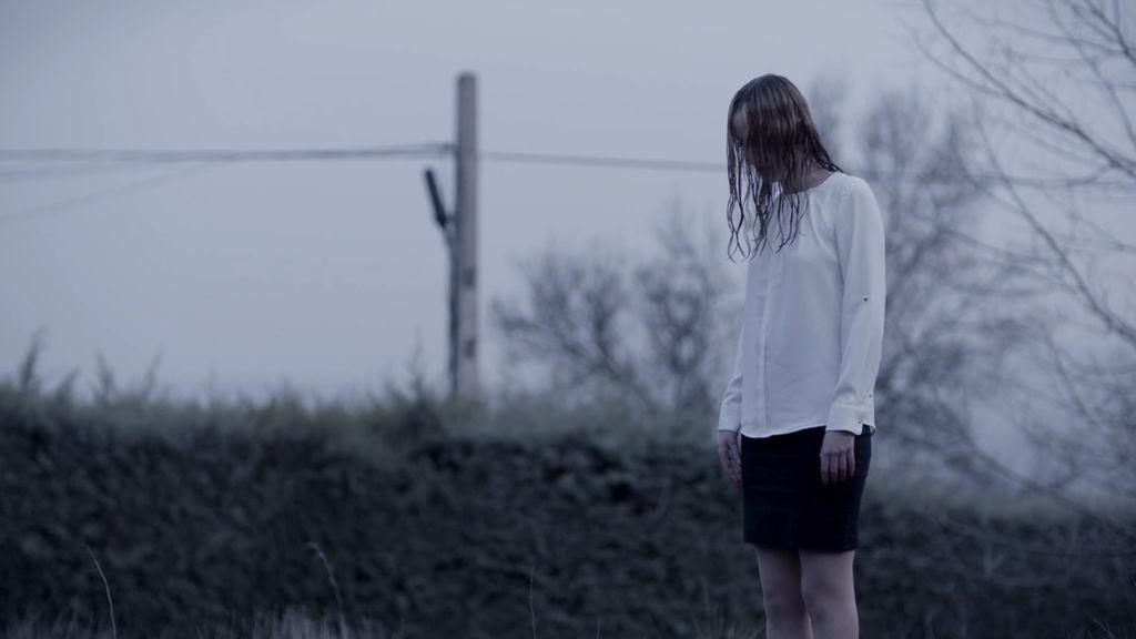 ¿Quién esa joven mojada y perturbadora que se aparece en la sierra de Madrid?