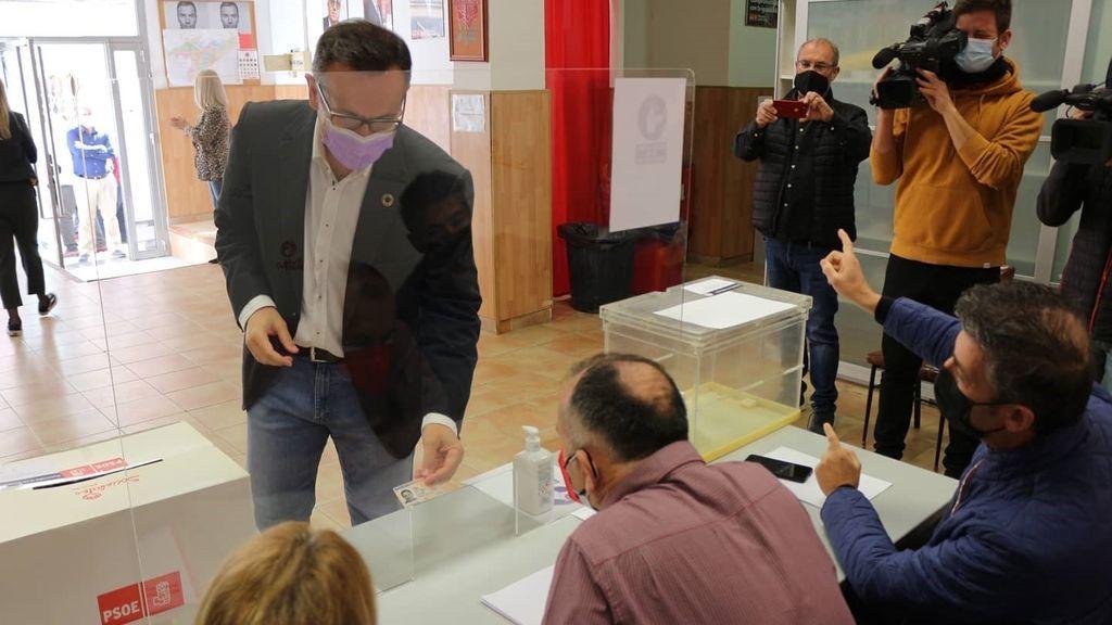 Siete de cada diez socialistas murcianos votan para apoyar la moción de censura