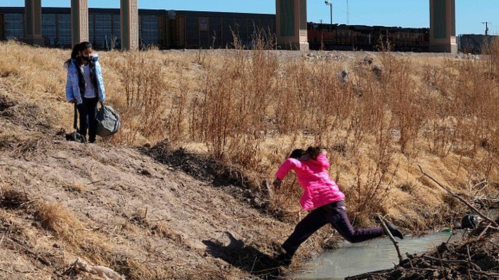 """El drama de los niños """"no acompañados"""" en la frontera de EEUU: 9.000 menores en febrero"""