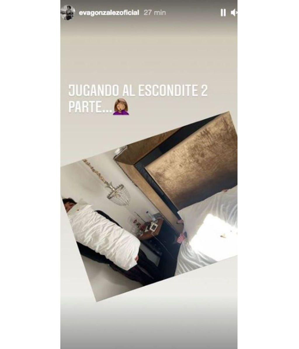 Eva González y Cayetano Rivera se lo pasan en grande jugando al escondite con su hijo