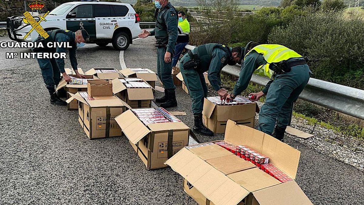 Un estanco en la carretera: la Guardia Civil incauta en Cádiz 22.700 cajetillas de tabaco