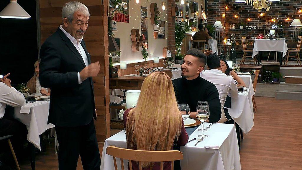 Adrián y Zahyra en el programa 'First Dates'