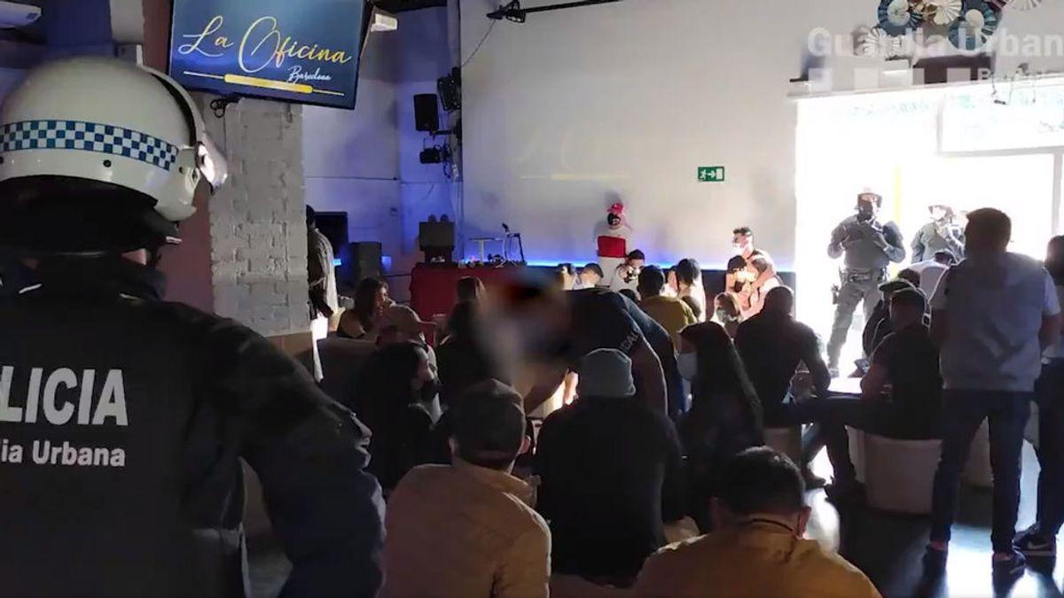 90 denunciados por una fiesta ilegal con un centenar de personas en un local de Barcelona
