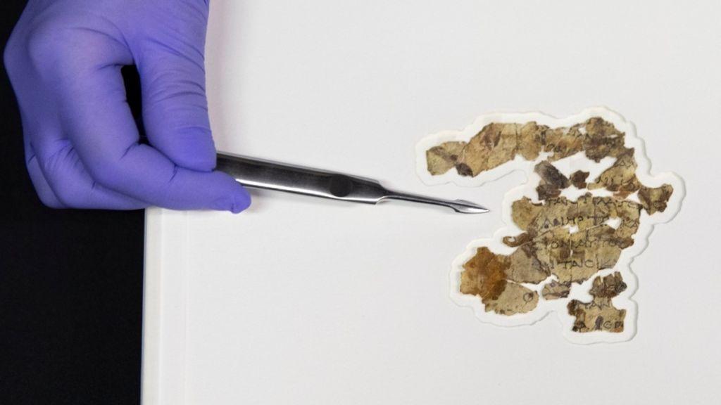 Hallan nuevos fragmentos de un manuscrito con textos bíblicos en el Mar Muerto