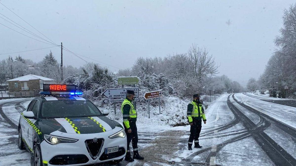 Consejos para conducir con nieve: 8 de cada 10 conductores no saben que hay que encender las luces