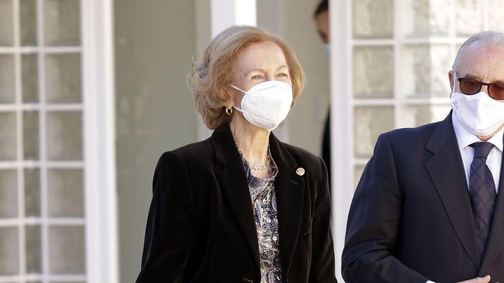 La reina Sofía se vacuna contra la covid-19 en el Centro de Salud de Fuencarral conforme a los protocolos