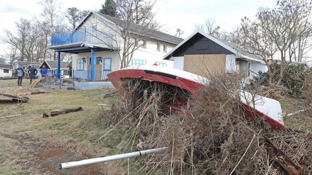 Un deslizamiento de tierra en Alemania provoca una ola de metro y medio que ha dañado casas