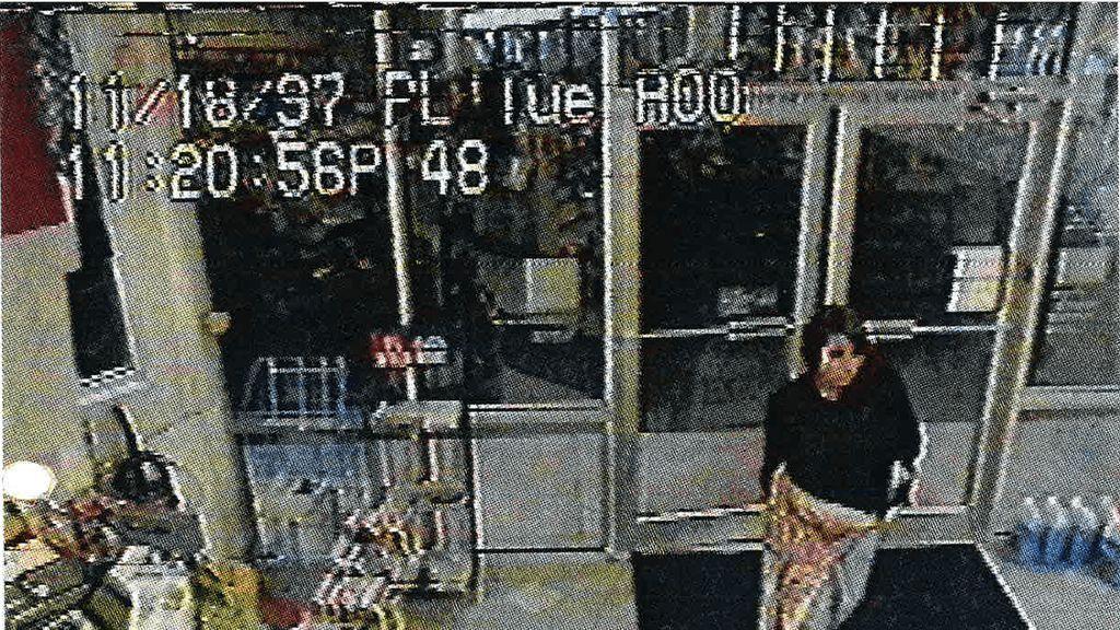 Arrestan en Seattle a una mujer acusada de matar a su bebé y dejarlo en una papelera