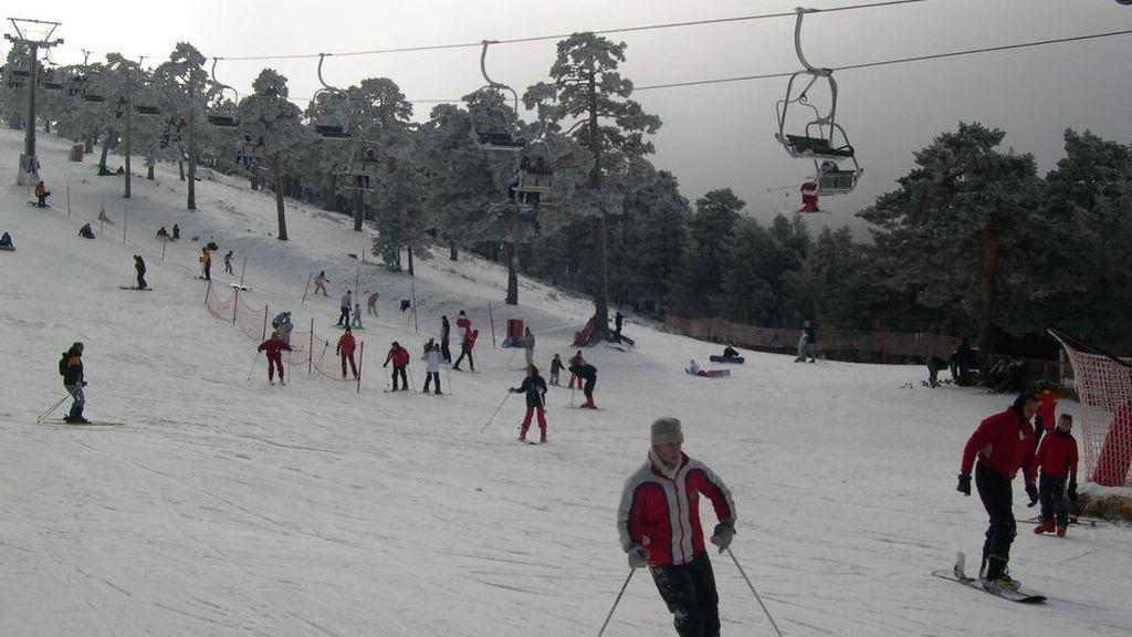 """Navacerrada cierra definitivamente la estación de esquí por """"un fuerte impacto en términos medioambientales"""""""