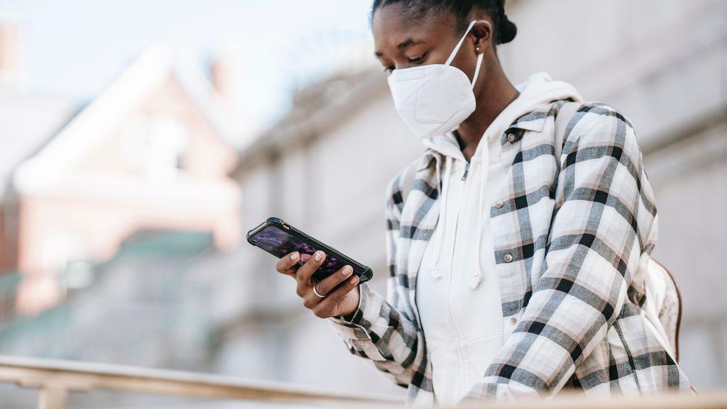 Crean un virus virtual que imita al coronavirus y se contagia entre teléfonos móviles