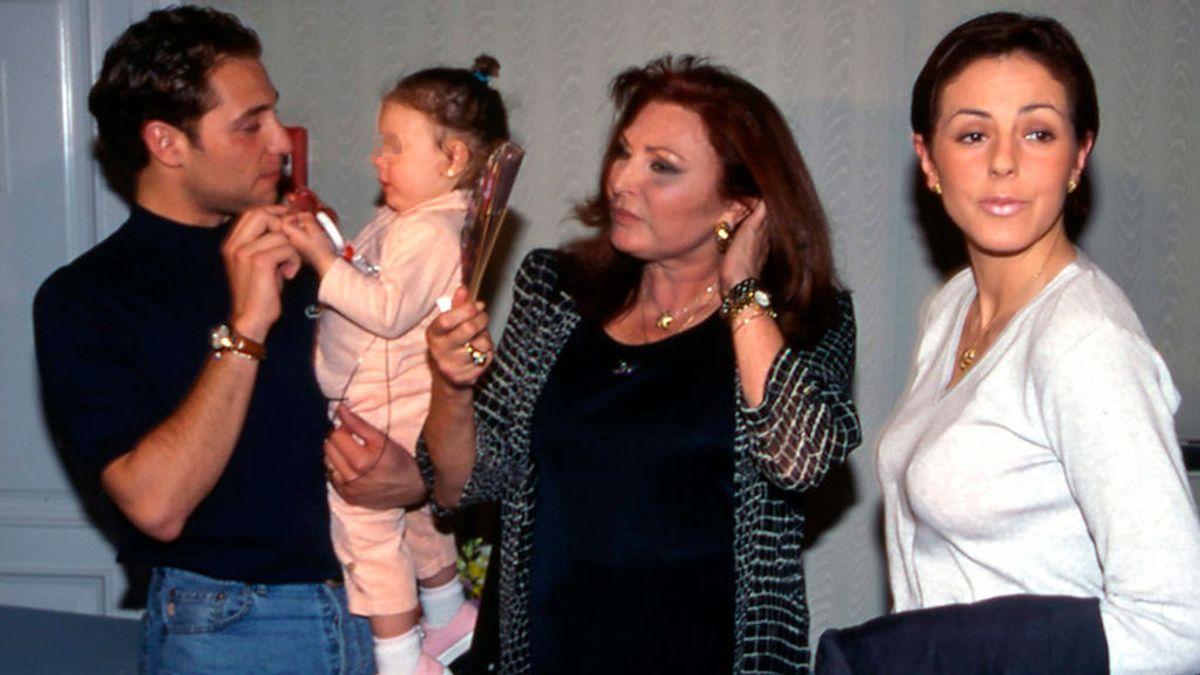 Rocío Jurado con su hija, su yerno y su nieta