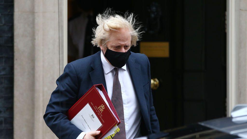 """Boris Johnson anuncia que se pondrá la vacuna de Astrazeneca """"muy pronto"""""""