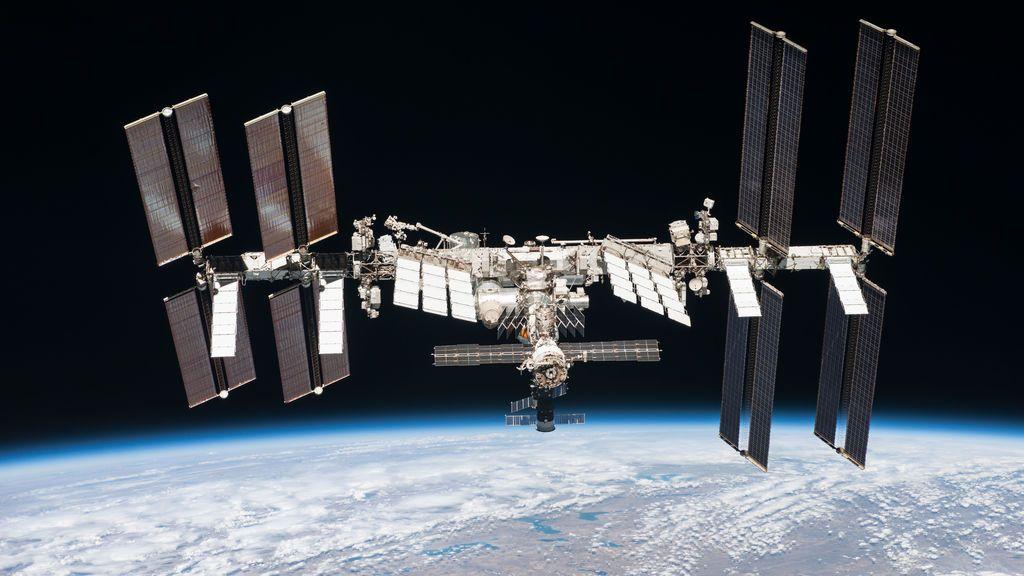 Descubren tres cepas de bacterias desconocidas en la Estación Espacial Internacional