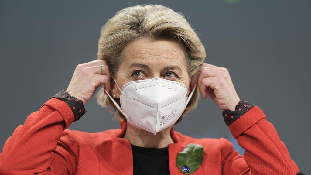 Von der Leyen amenaza con bloquear la exportación de vacunas a Reino Unido para asegurar el suministro de la UE