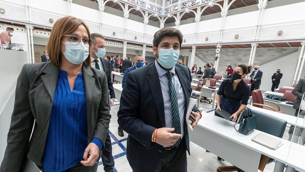 De unas vacunas irregulares a la salida de Iglesias del Gobierno: cinco efectos inesperados de la moción de censura que hoy vota Murcia
