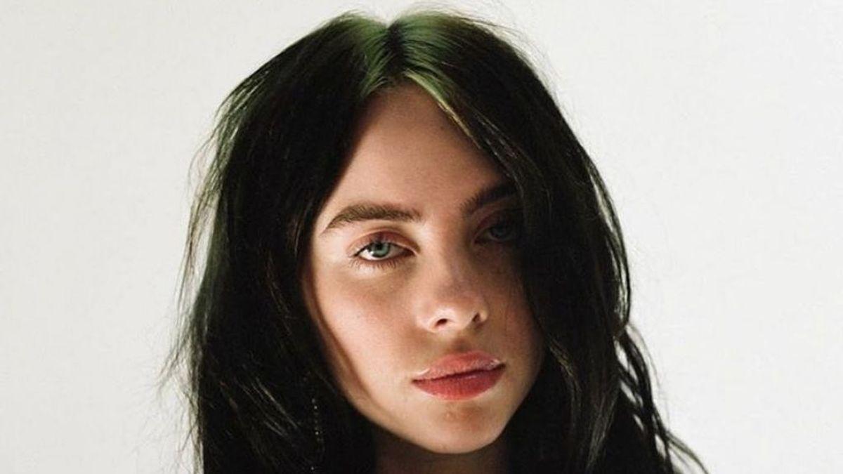 El cambio radical de Billie Eilish: abandona su característico mechón verde neón y se pasa al rubio platino