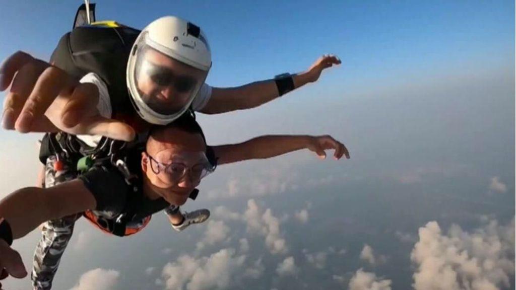 Paracaidismo extremo en China: el vértigo como modo de vida para atraer al turismo