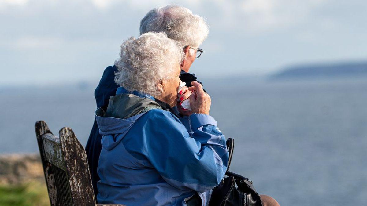 El botón rojo de la teleasistencia cumple más de 20 años: así son los avances más modernos en el cuidado de los mayores