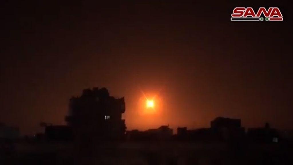 """Siria repele un ataque """"con misiles israelíes"""" en los alrededores de Damasco"""