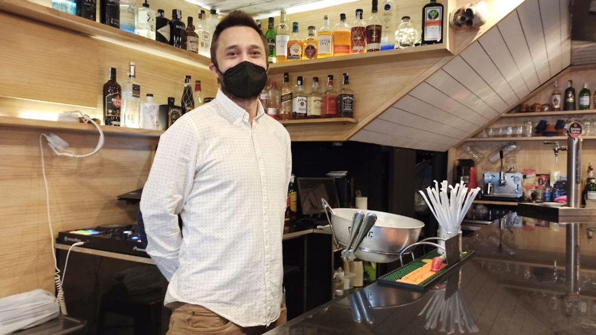 """Un hostelero de Santiago inicia un crowdfunding para salvar su negocio: """"Estamos ya al límite"""""""