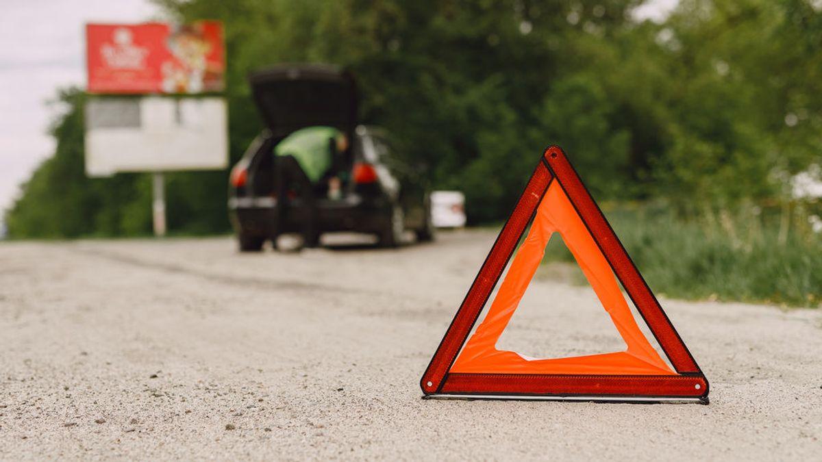 El triángulo de emergencia ya tiene fecha de caducidad: esta es la luz naranja que lo sustituye si no quieres multas