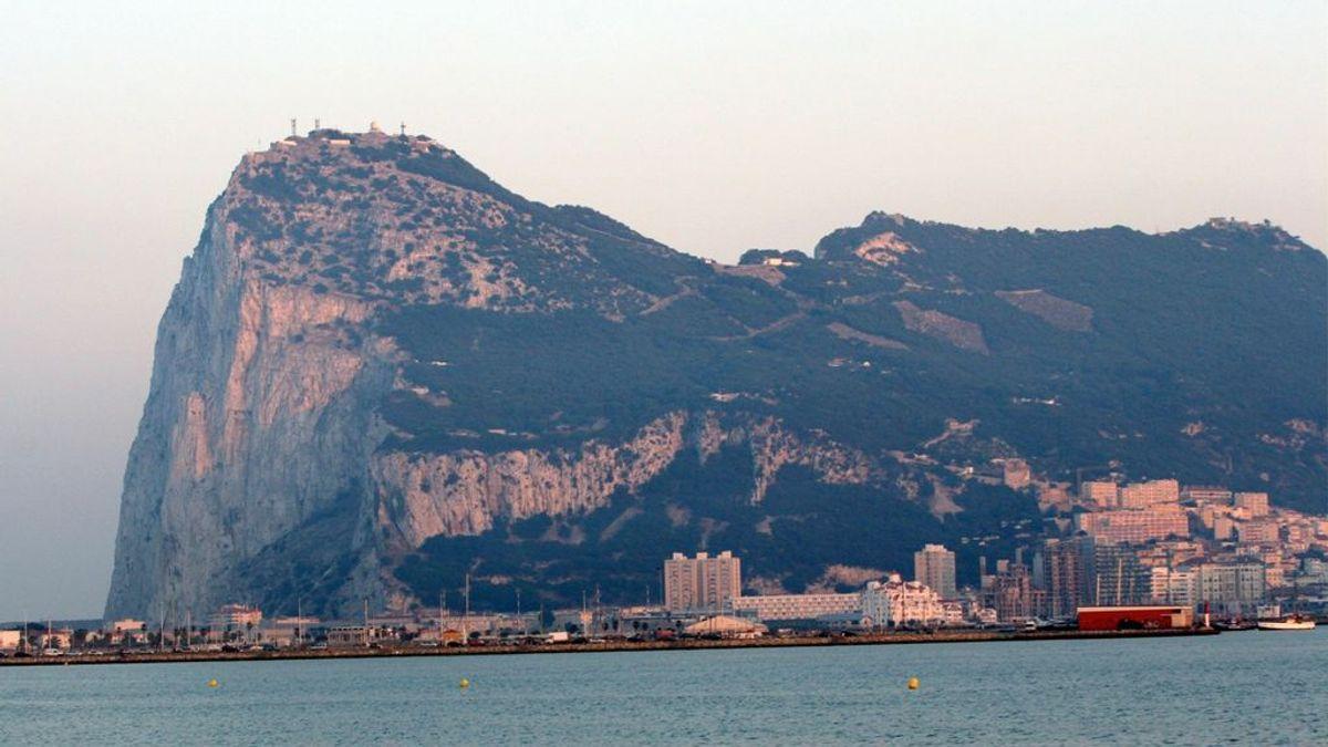 """Gibraltar, primera """"nación"""" en vacunar a toda su población adulta contra la covid-19"""