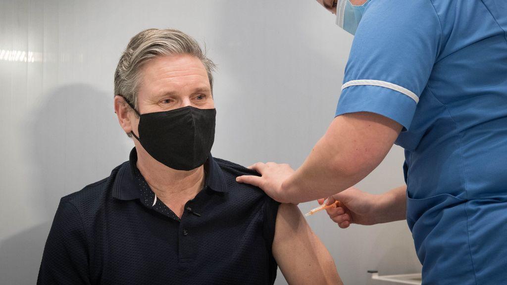 Francia recomienda la vacuna de AstraZeneca solo para mayores de 55 años