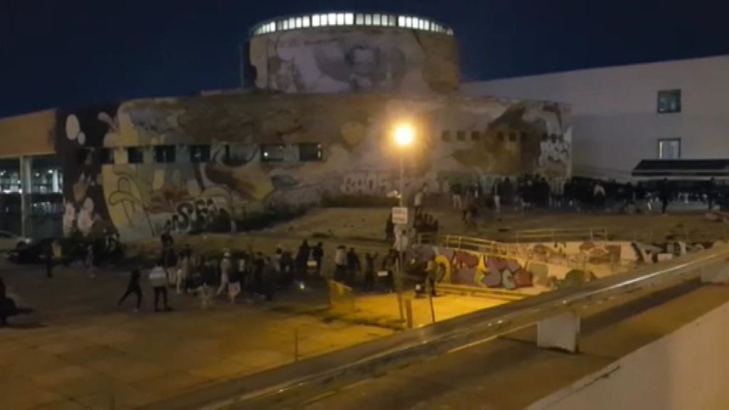 Estampida en un botellón  de Sevilla al huir de la Policía