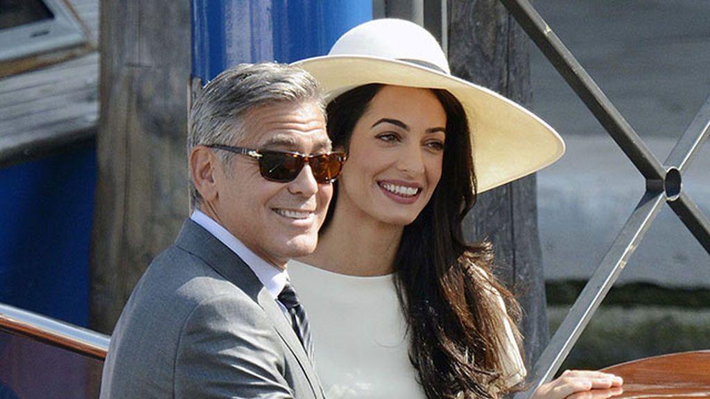 Amal Clooney, Emily Ratajkowski y otras celebrities que se casaron con pantalón
