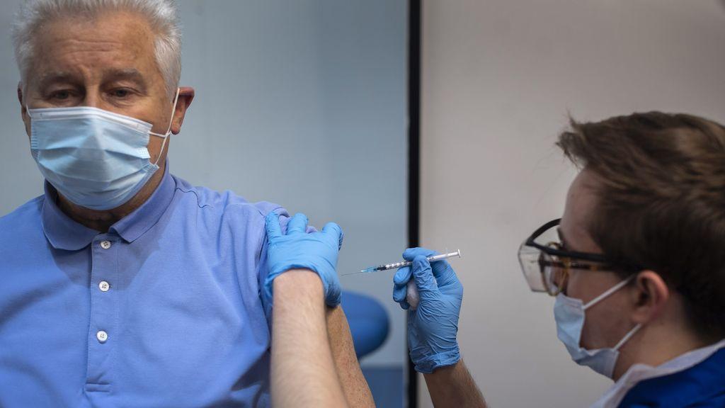 Inyectar a hombres con hormonas femeninas podría reducir la gravedad de la Covid-19, según un estudio