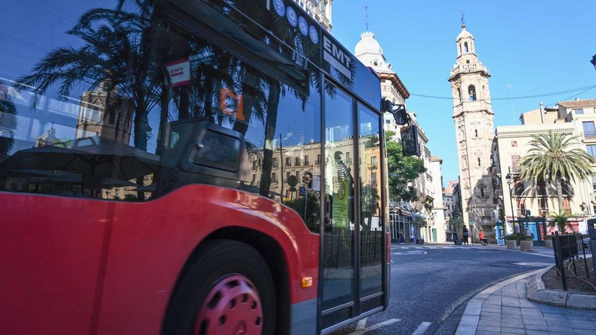 La EMT de Valencia estudiará la queja presentada por la expulsión de un joven con autismo de un autobús