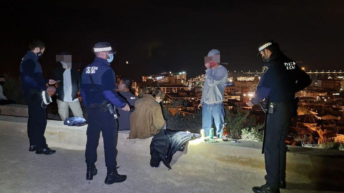 La fiebre del 'tardeo' se desmadra en Granada: desalojan tres pubs en la ciudad y multan a 13 personas por botellón