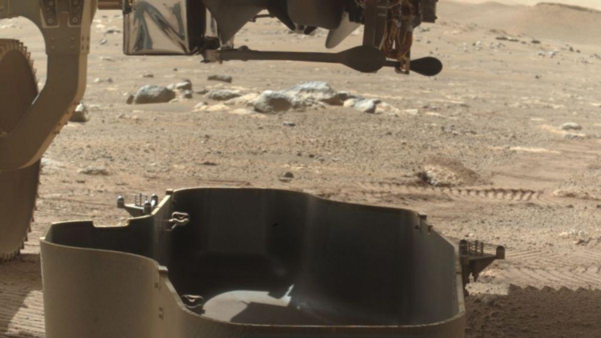 El Perseverance suelta la cubierta protectora que protegía al primer helicóptero marciano que lleva en su interior
