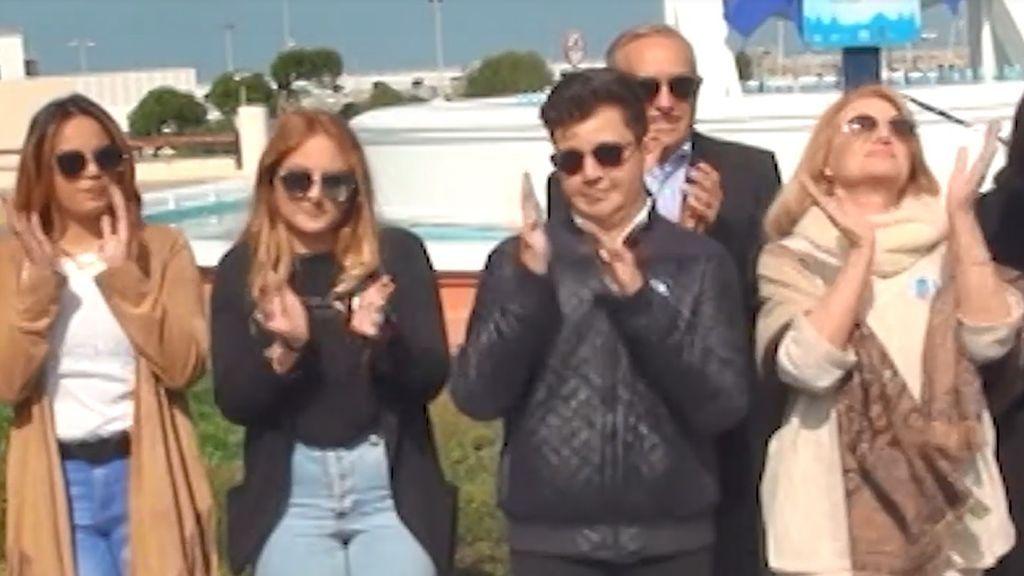 Rocío y David Flores, con otros miembros de la familia