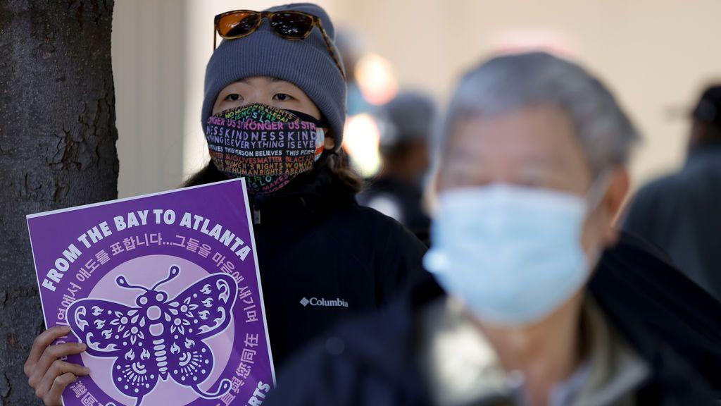 Cientos de asiático-americanos marchan en EEUU contra los crímenes de violencia racista contra su comunidad