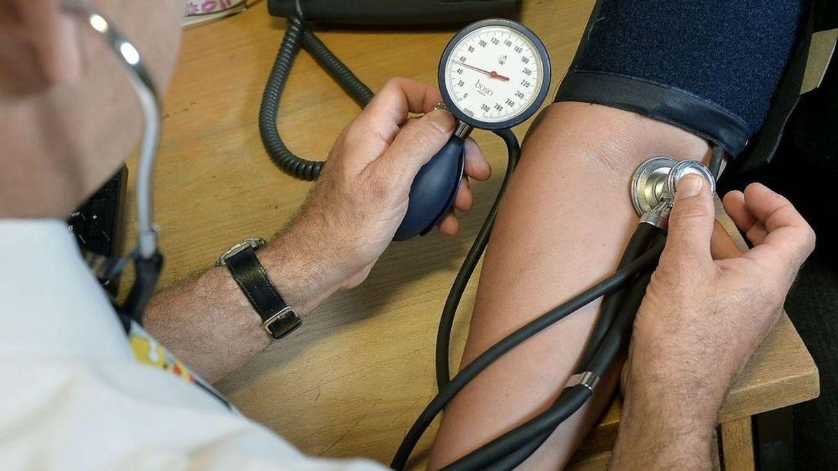 Adiós al tensiómetro: tu dedo, el flash del móvil y una aplicación servirán para medir la hipertensión y enviársela a tu médico