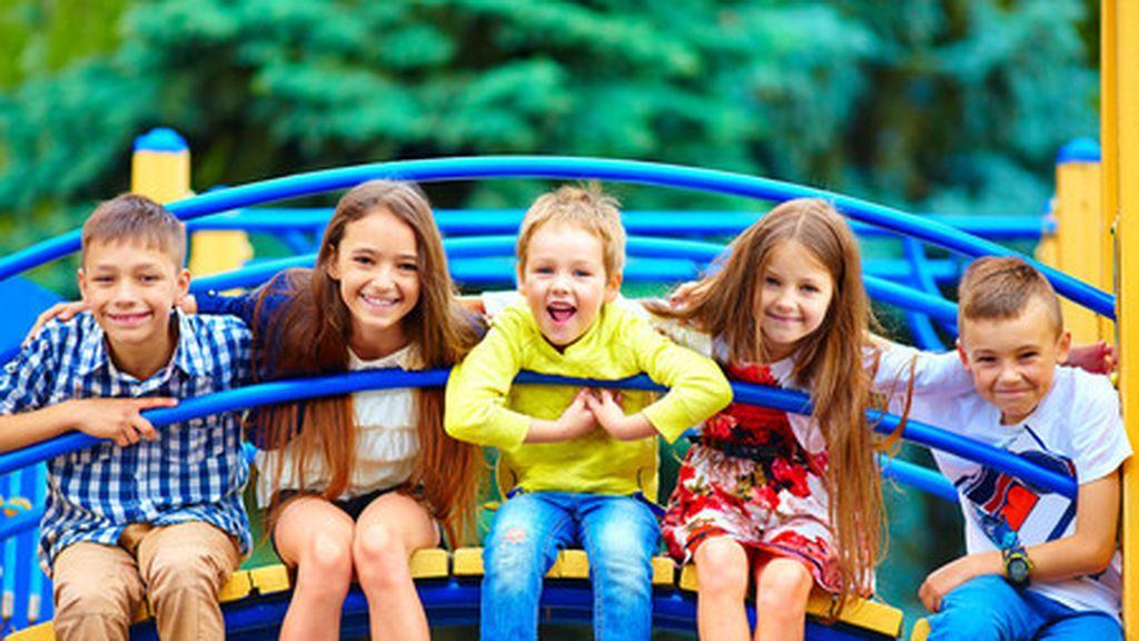 Jugar al aire libre con los niños, una buena opción para disfrutar en familia: 5 parques de atracciones españoles que no habrá que perderse.