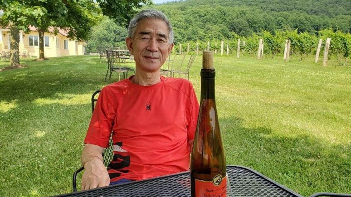 Un final feliz a los 62: Jang Yeong-jin, el escritor norcoreano homosexual que tuvo que huir de su país, se casa