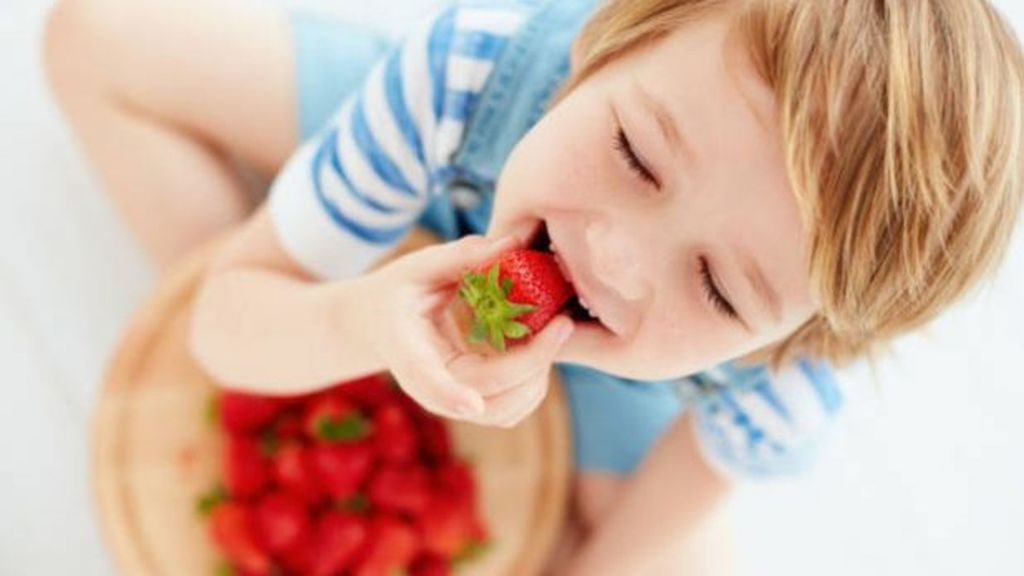 ¡Operación merienda! 5 formas divertidas de que tus hijos merienden sano y de introducir la fruta en su día a día.