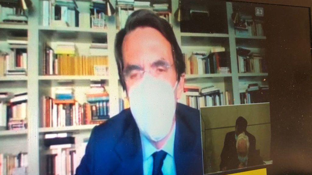 Aznar, solo pero con mascarilla, despierta el recelo de una acusación popular