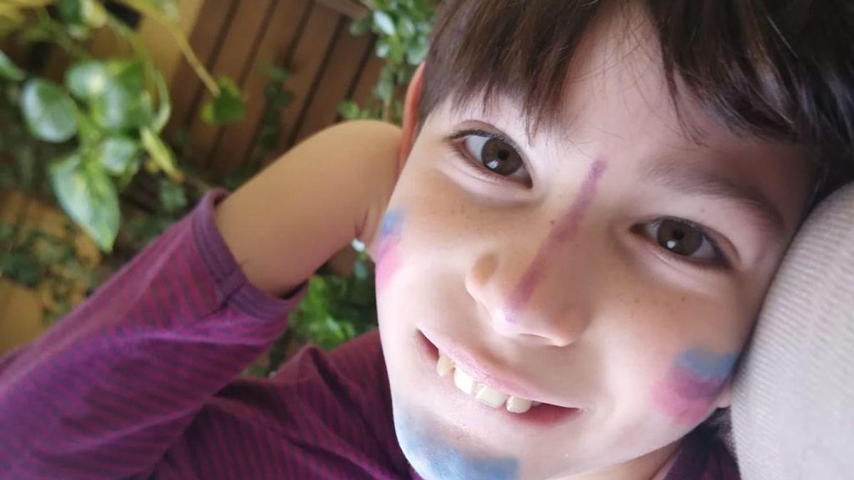 La lucha de Nico, un niño sevillano con una enfermedad rara que necesita ayuda para la investigación