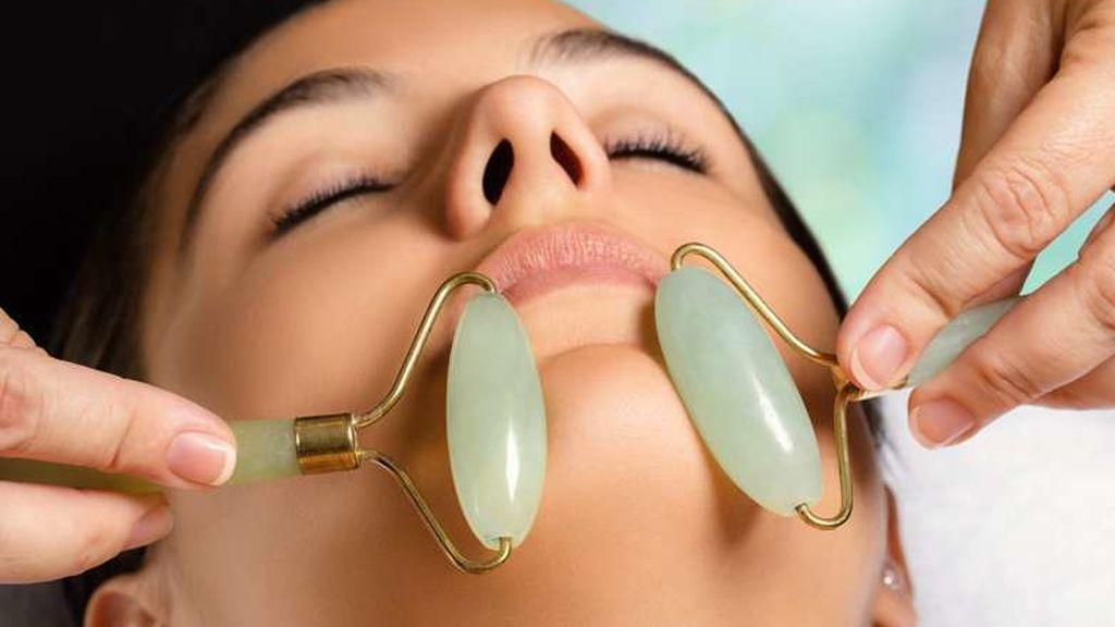 El rodillo de malaquita será fundamental en la rutina facial.