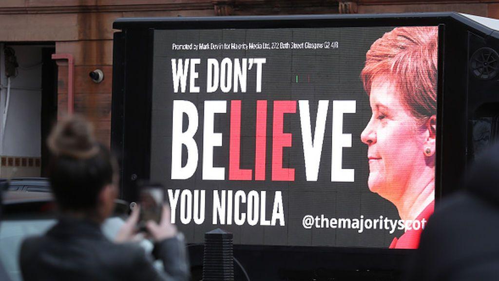 Sturgeon sobrevive pero el independentismo escocés se debilita
