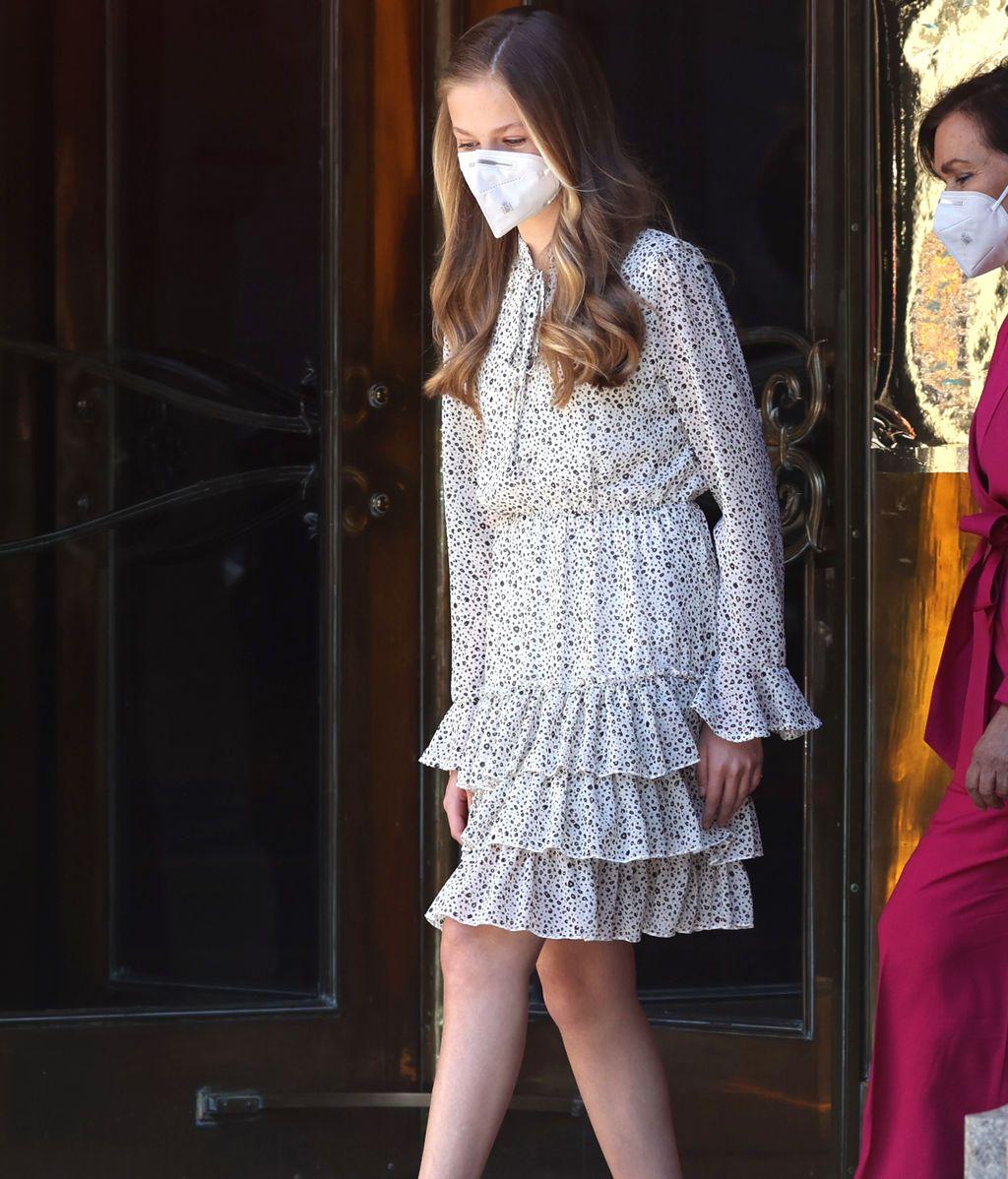 El vestido de volantes de Leonor es de la firma Poéte