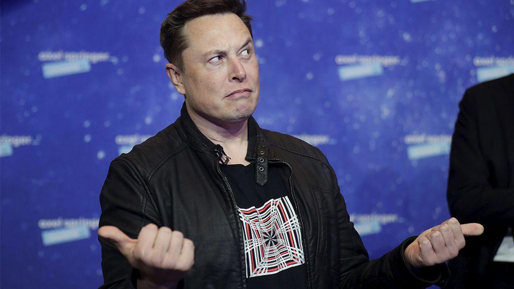 Elon Musk lo vuelve a hacer y ya se pueden comprar Tesla con bitcoin: así quiere convertirse, aún, en más millonario