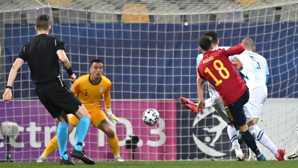Brahim la baja en el punto de penalti y Puado fusila al portero esloveno para hacer el primero (0-1)