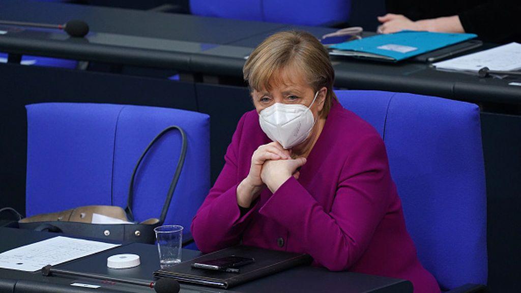 """Tras pedir perdón, Merkel defiende su política y reconoce """"hay que ser mejores"""""""
