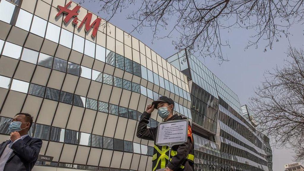 La furia de China contra H&M, Nike y otras marcas extranjeras por las denuncias de trabajos forzados en Xinjiang