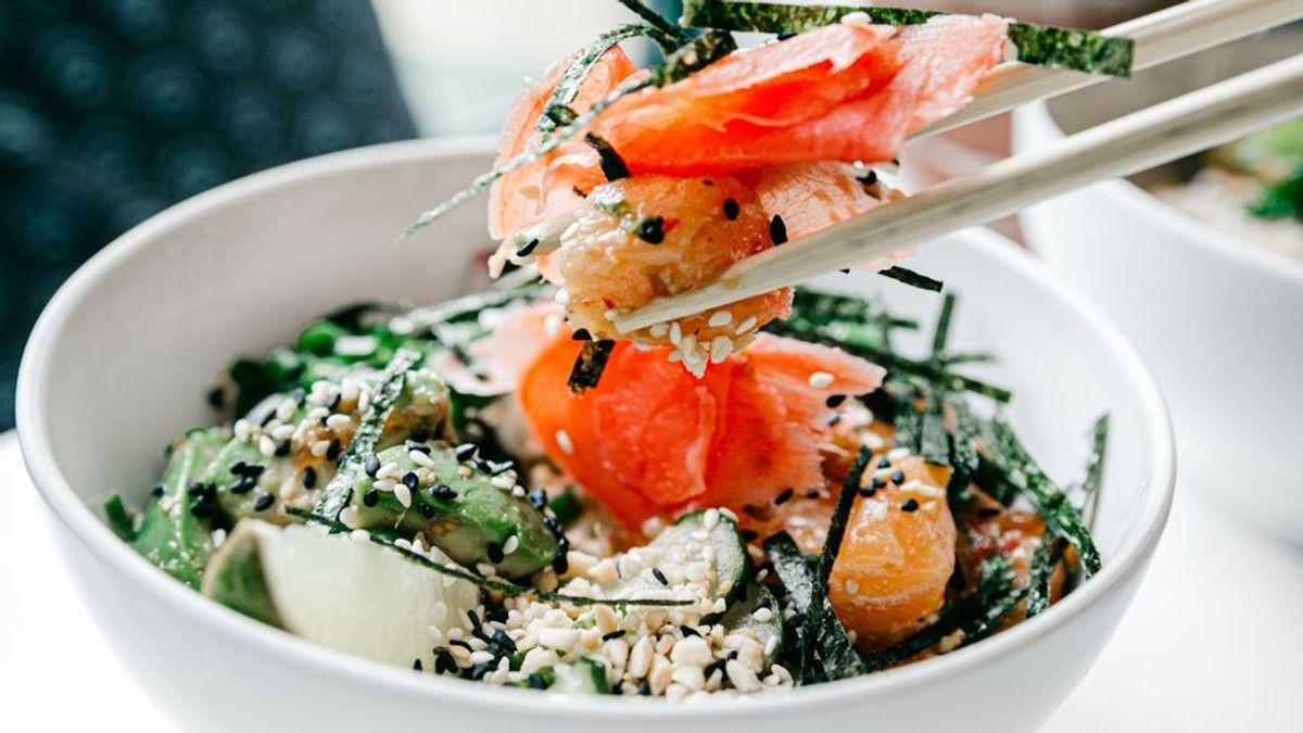 Gomasio o sal de sésamo, el supercondimento asiático que enriquece tus platos y tu cuerpo