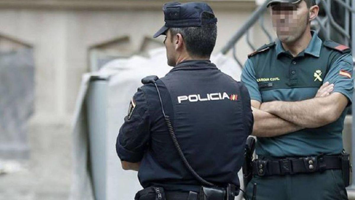 Policías y guardias civiles piden explicaciones por el cambio en Cataluña del calendario de vacunación